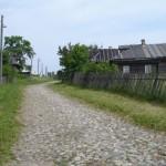 Булыжная мостовая в д. Вонышево, 2006 г. Строилась военнопленными в годы первой мировой войны. Фото автора.